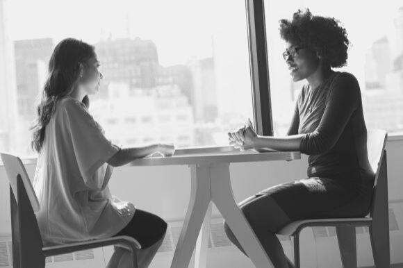 Faire passer un entretien d'embauche à un jeune diplômé : les questions