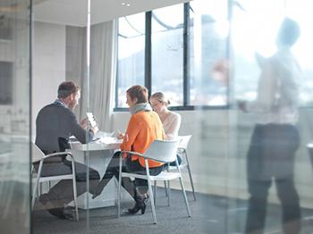 Hur förhindrar jag åldersdiskriminering på arbetsplatsen?
